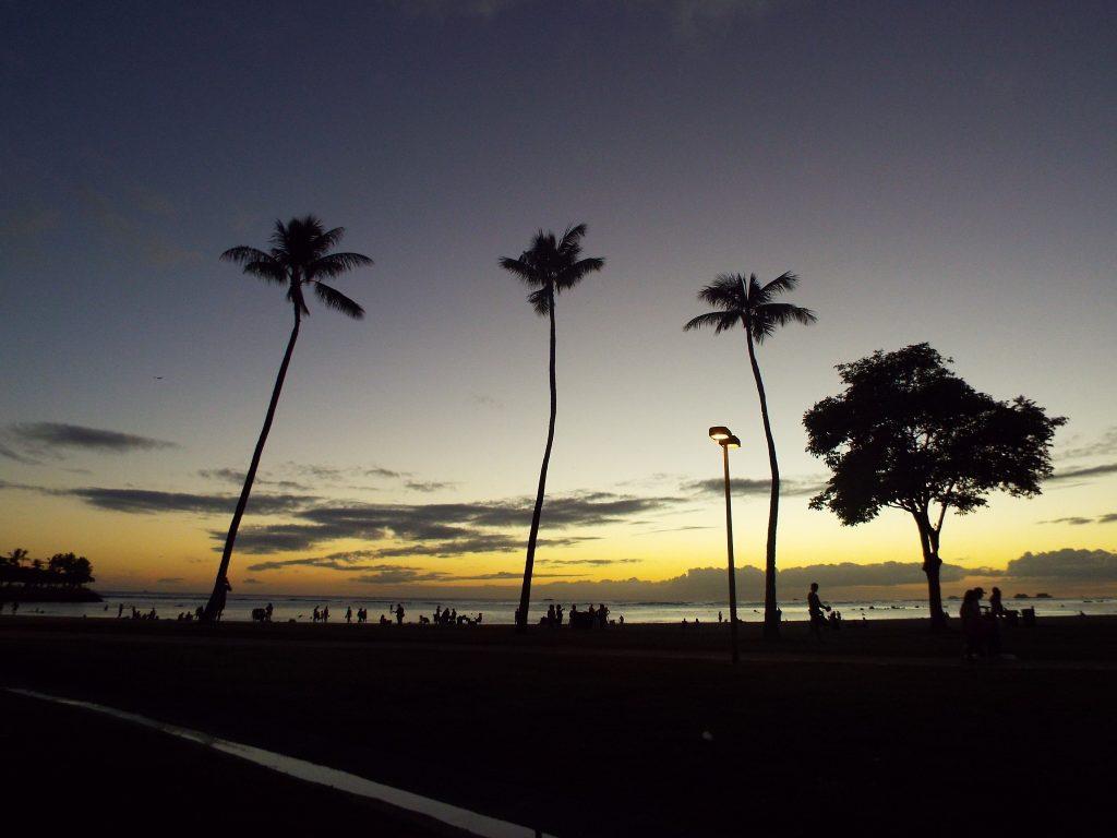 アラモアナビーチ サンセット ワイキキ ハワイ オアフ 夕日