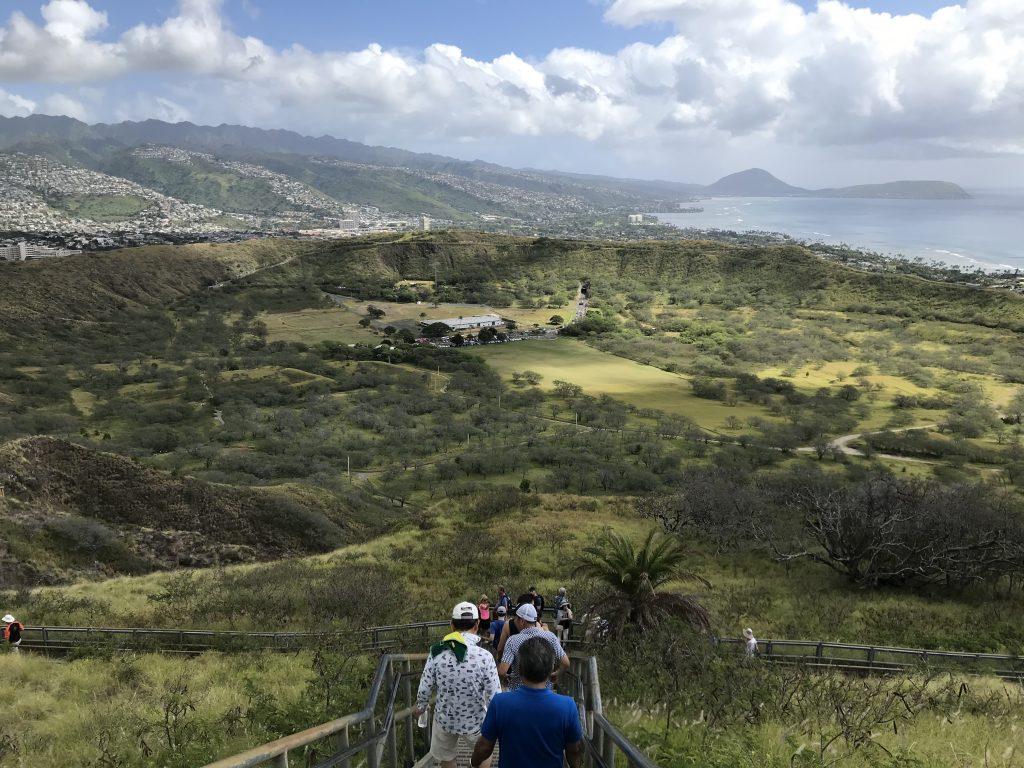 ダイヤモンドヘッド ハイキング ハワイ 頂上 クレーター
