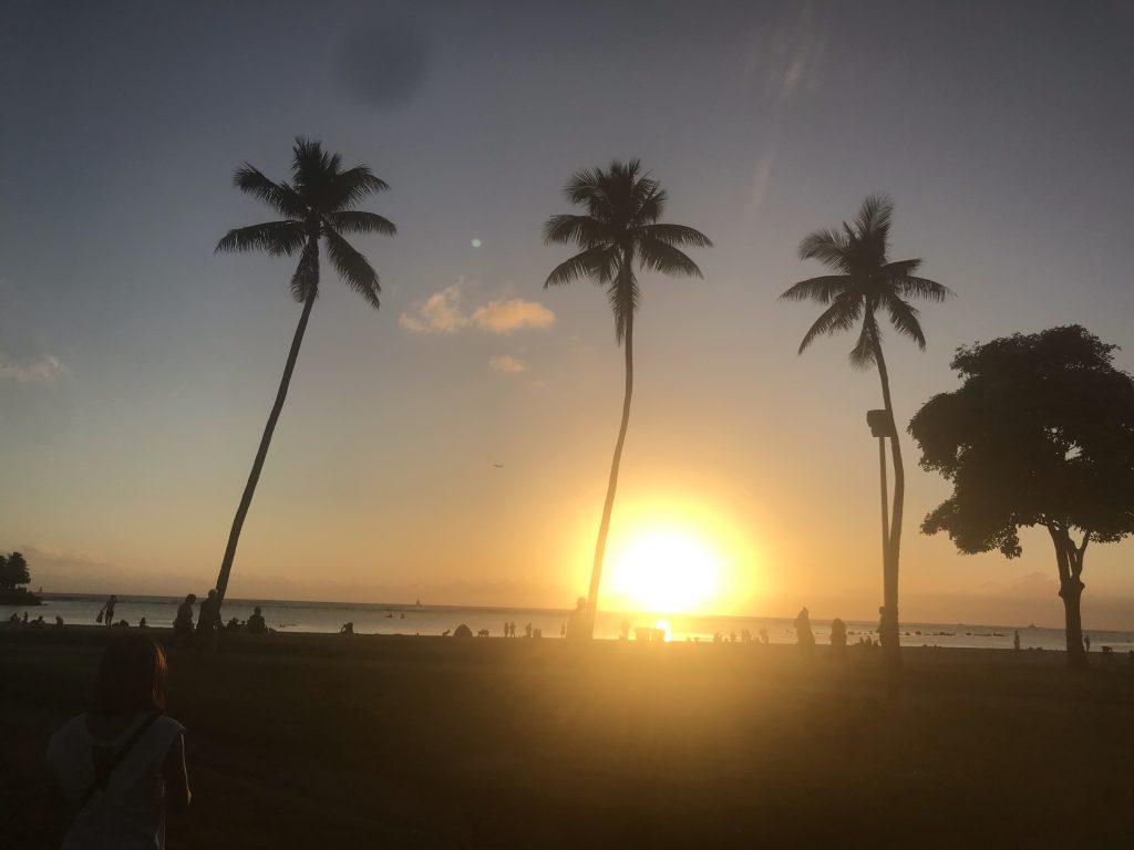 アラモアナビーチ サンセット 夕日 ワイキキ ハワイ