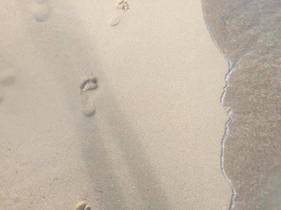 足跡 ワイキキビーチ