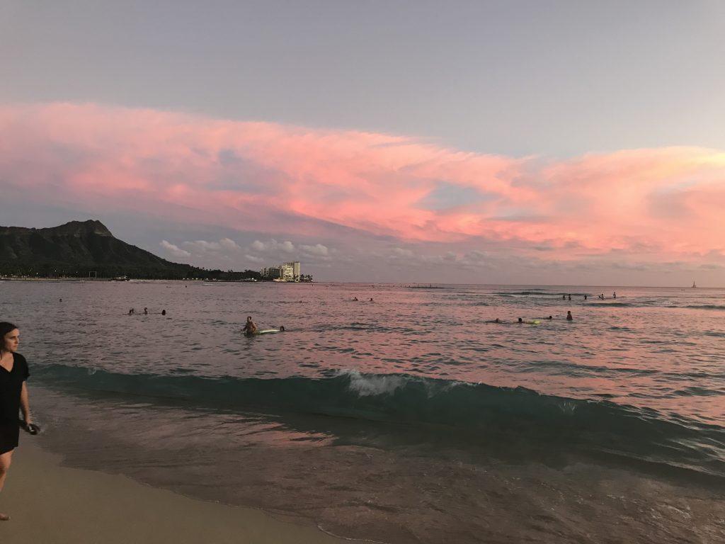 ワイキキビーチ サンセット 夕日 ワイキキ ハワイ